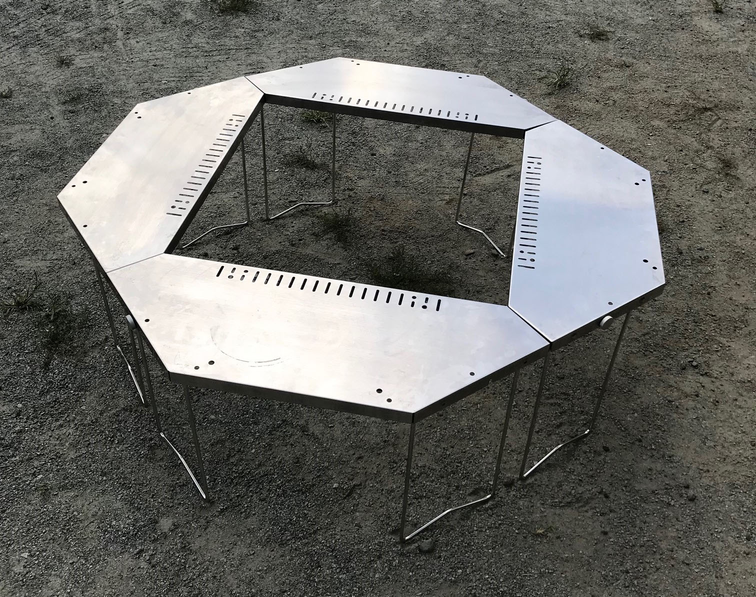 ハイコストだけどハイパフォーマンスなスノーピークのジカロテーブル